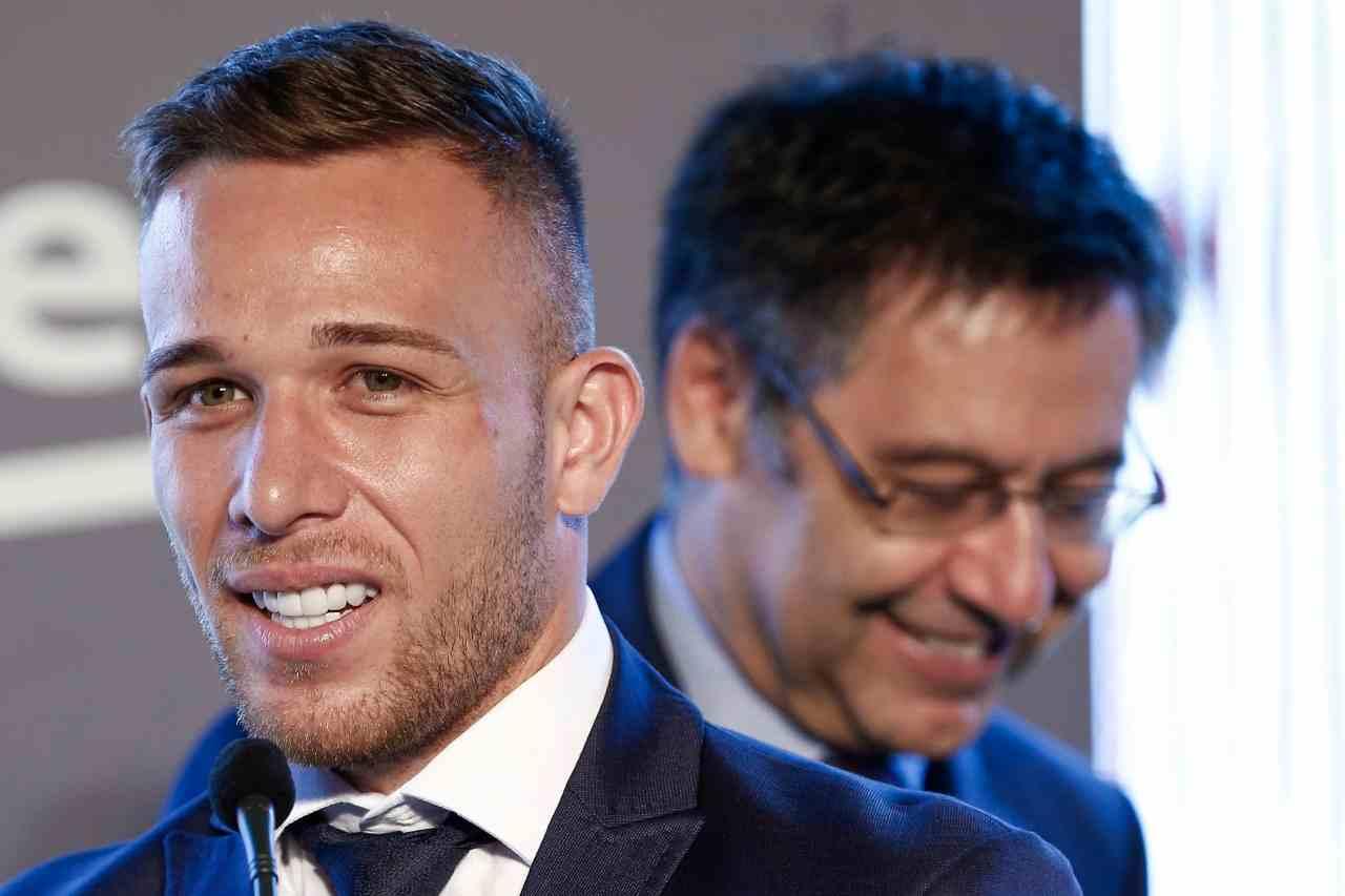 Pressing del Barcellona per convincere Arthur ad accettare la Juventus