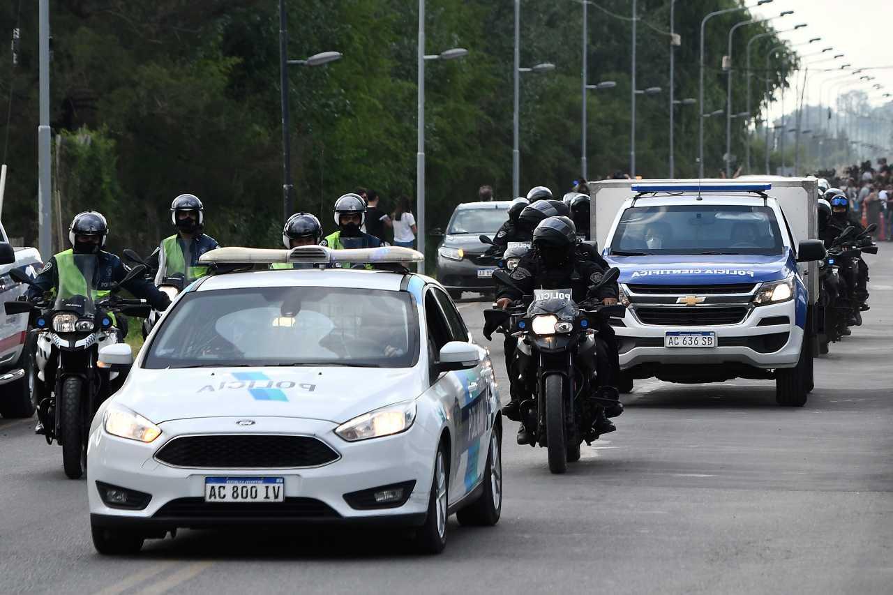 Atteso un milione di persone per l'ultimo saluto a Maradona: tensione tra tifosi e polizia fuori la Casa Rosada