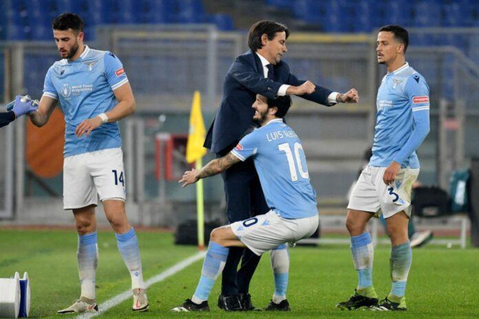 Lazio, l'abbraccio di Luis Alberto ad Inzaghi