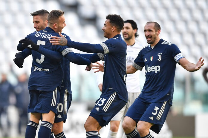 Juventus, Arthur sospende le terapie per il Porto