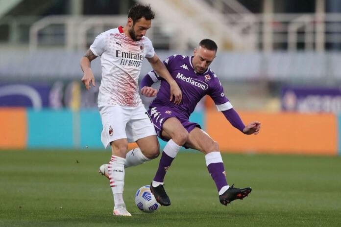 Hakan Calhanoglu pagelle Fiorentina Milan