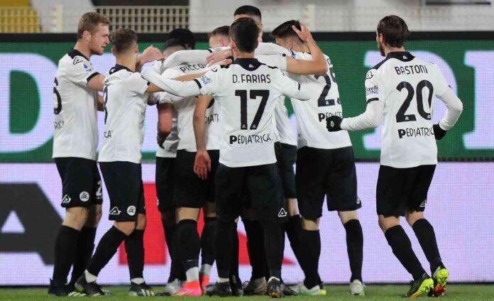Serie A, Spezia-Cagliari 2-1   Piccoli brividi per Italiano: sardi sfortunati nel finale