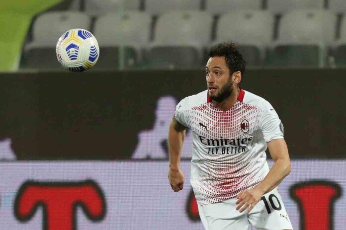 Calciomercato Milan, rinnovo Calhanoglu: trattativa ferma! Spunta Ilicic