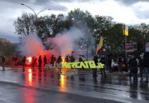Roma-Ajax, i tifosi caricano la squadra a Trigoria e all'Olimpico