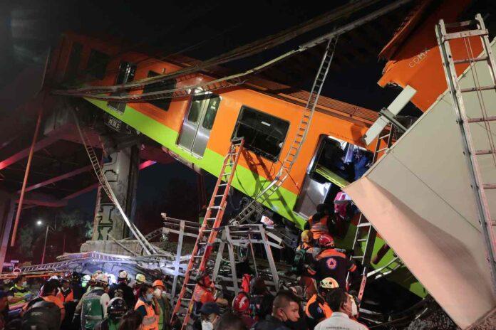 Città del Messico, il ponte della metropolitana cede | Bilancio drammatico
