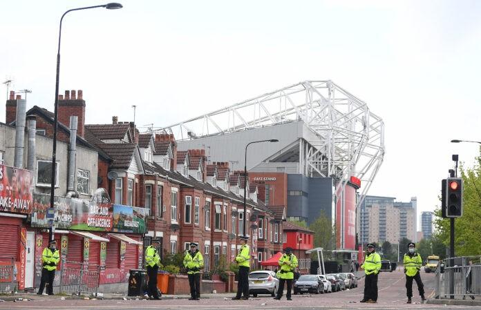 Manchester United-Liverpool UFFICIALE rinviata