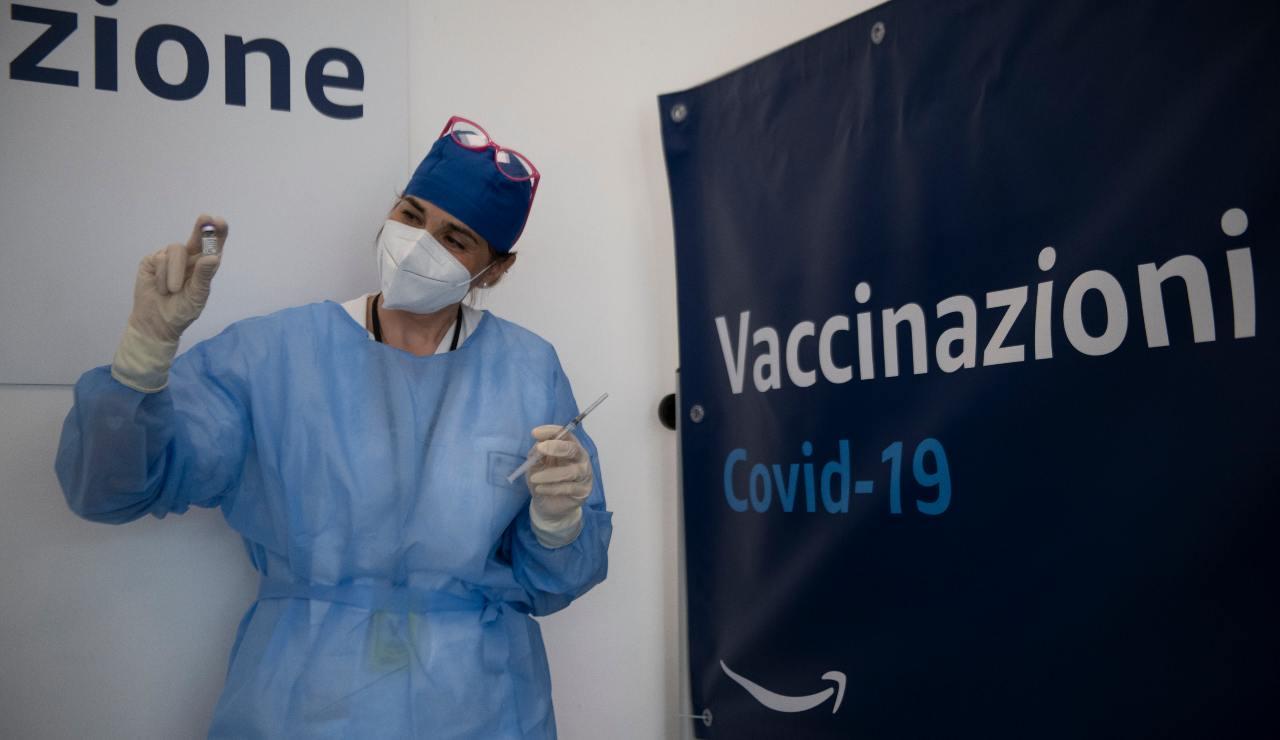 Vaccini, Figliuolo dà il via libera alla somministrazione in vacanza