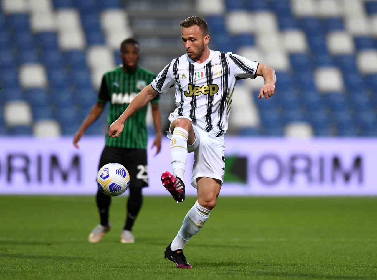 Calciomercato, scambio Juventus-PSG: coinvolti Arthur e Paredes
