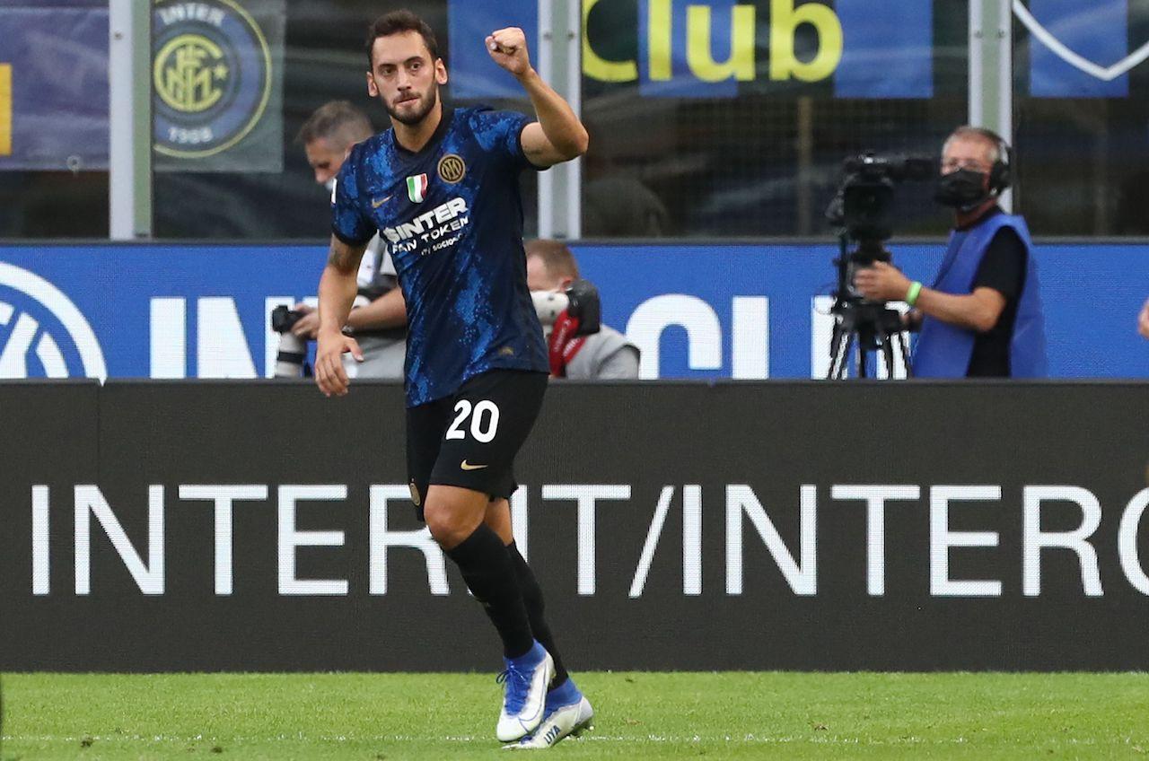 Inter Genoa Calhanoglu