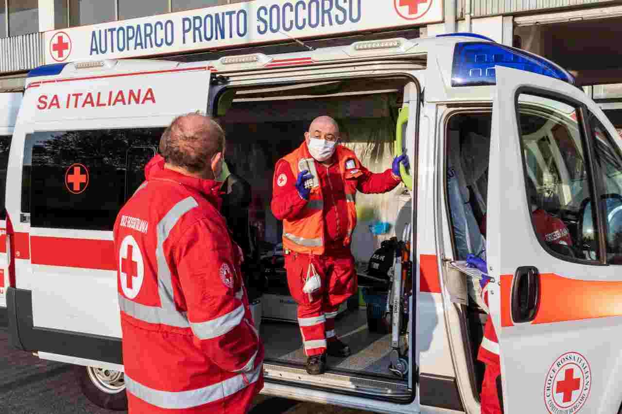 Crolla palazzina a Roma: esplosione all'ultimo piano