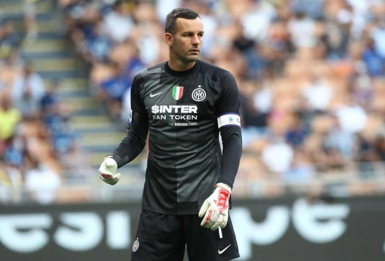 Calciomercato Inter, sempre caccia al dopo Handanovic: suggestione Szczesny